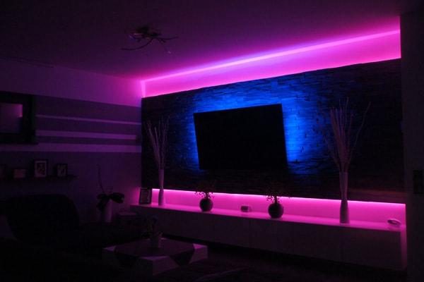 ambilight und philips hue sorgen f r passende lichtstimmung click. Black Bedroom Furniture Sets. Home Design Ideas