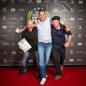 Große Freude: Peter Beermann (Marketing), Rudolf Ring (Geschäftsführer) und Martin Zilz (Technische Umsetzung, Kreativkonzentrat)