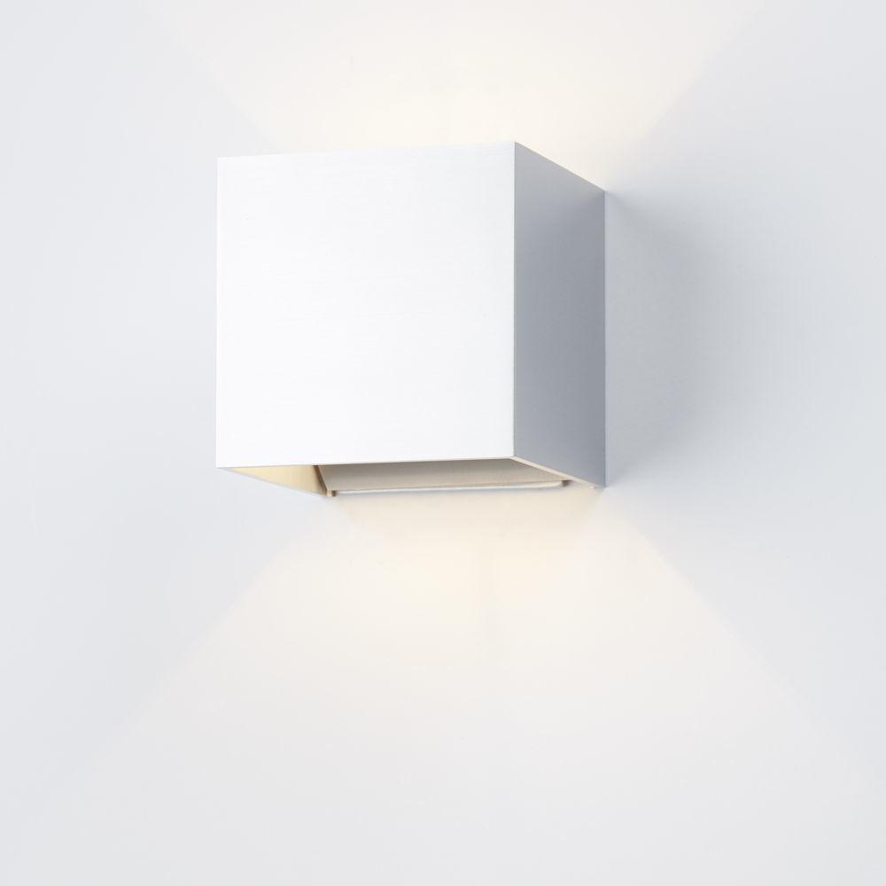 modische wandleuchte siri helestra 18 click. Black Bedroom Furniture Sets. Home Design Ideas