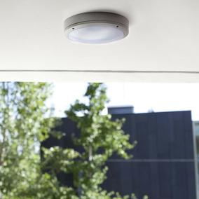 carport beleuchtung licht f r die auffahrt und zum. Black Bedroom Furniture Sets. Home Design Ideas