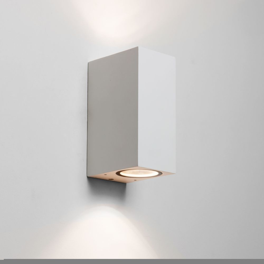 Moderne LED Wandleuchte Chios in weiß. 2-flammig, dimmbar, IP44
