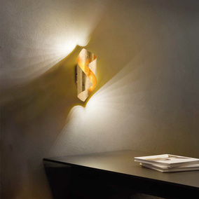 LED Wandleuchte Nevis aus Metall in Gold